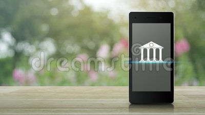 Bank-Flachbild-Ikone auf dem modernen Smartphone-Bildschirm auf Holztisch über blauen rosa Blume und Baum im Garten, Business mob stock footage