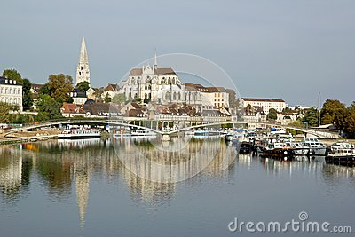 Bank of the river Yonne to Auxerre (Burgundy)