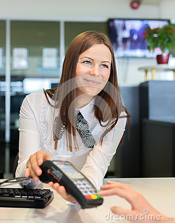 Free Bank Worker Offer To Pay By Credit Card Royalty Free Stock Photos - 40436498