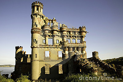 Bannerman Castle Side View