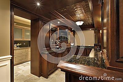bar en sous sol de maison de luxe images stock image 19321844. Black Bedroom Furniture Sets. Home Design Ideas