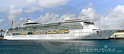 Barbados kryssninghav serenade shipen Redaktionell Fotografering för Bildbyråer