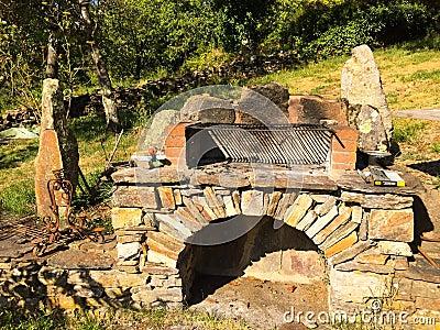 barbecue en pierre dans le jardin photo stock image 69032773. Black Bedroom Furniture Sets. Home Design Ideas