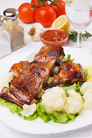 Barbecued ribs with cauliflower