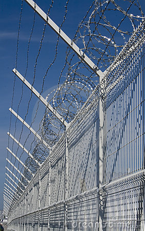 Free Barbed Wire Royalty Free Stock Photos - 10593728
