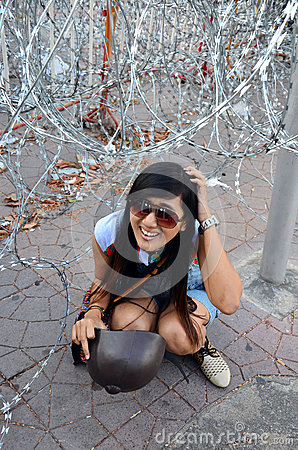 Free Barbed Wire Stab At Head Royalty Free Stock Images - 39494719