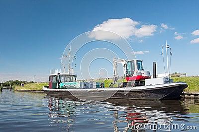 Barco con la grúa