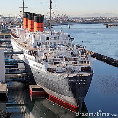 Barco de cruceros de la reina Maria en muelle Imagen editorial