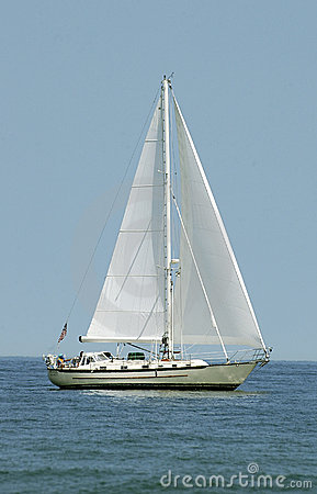 Barco en el agua - vertical