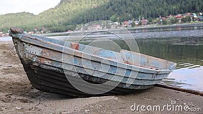 Barco velho no lago filme