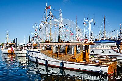 Barcos clássicos belamente restaurados Imagem Editorial