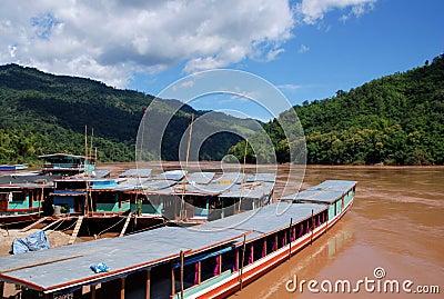 Barcos de rio de Mekong