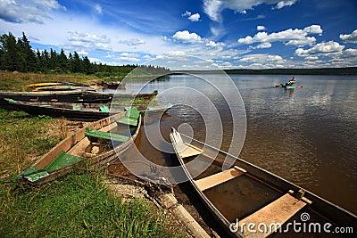 Barcos por el lago