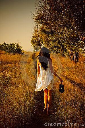 Free Barefoot Girl In White Dress Is On The Field Royalty Free Stock Images - 20744779