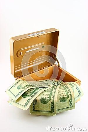 Bargeld-Kasten mit Rechnungen