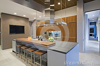 Barkrukken bij ontbijtbar in keuken royalty vrije stock afbeelding afbeelding 33909736 - Afbeelding eigentijdse woonkamer ...
