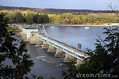 Barrage sur le fleuve de l Illinois