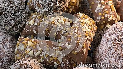Barre de chocolat et boule de chocolat banque de vidéos
