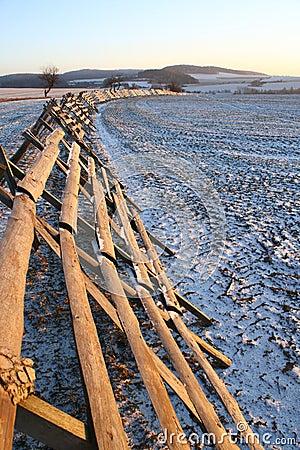 Barrera de la nieve acumulada por la ventisca