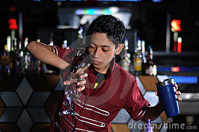 Bartender in actionn