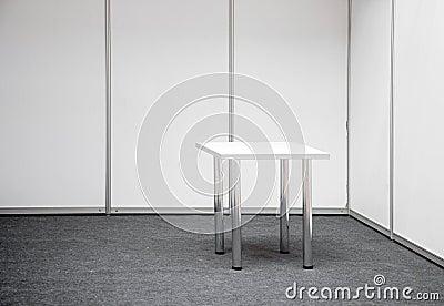 Basamento di mostra con la tabella