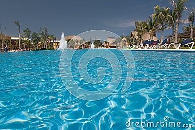 Basen meksyk świetle wody