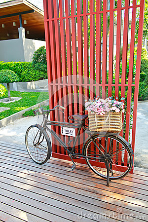 Basket flower on bike