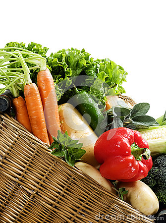 Free Basket Fresh Vegetables Royalty Free Stock Images - 28467979