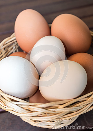 Free Basket Of Fresh Eggs Stock Images - 37904064