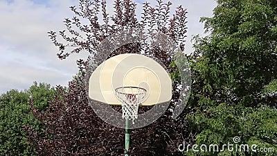 Basketskott på ett utomhus- beslag 01 stock video