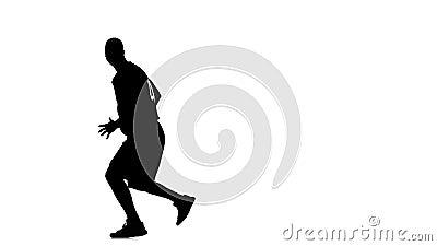 Basketsnurr i en cirkel och som passerar bollen till honom silhouette stock video