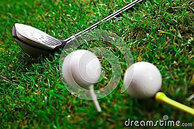Bastão e esferas do golfe