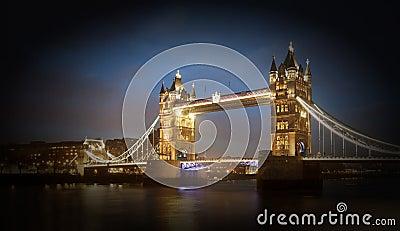 Basztowy most przy nocą, Londyn