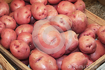 Batatas vermelhas na loja