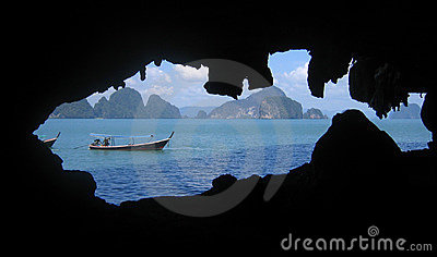 Bateau de touristes sur le compartiment de Phang Nga, Thaïlande