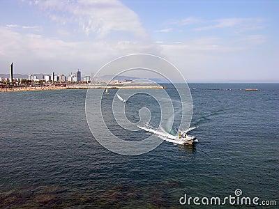 Bateau de vitesse - littoral de Barcelone