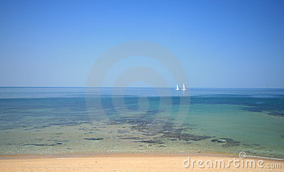 Bateaux à voile dans l eau tropicale