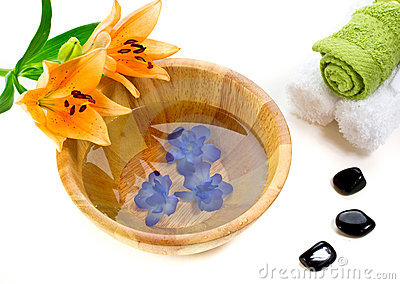 Bath accessories with lily flower