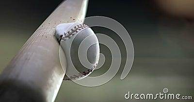 Batte de baseball frappant la boule, mouvement lent superbe