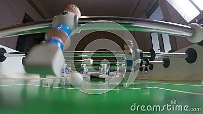 Battement de joueurs de football de jouet outre d'un but clips vidéos