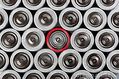 Batterien stellten mit Kontrastrot eins in der Mitte ein