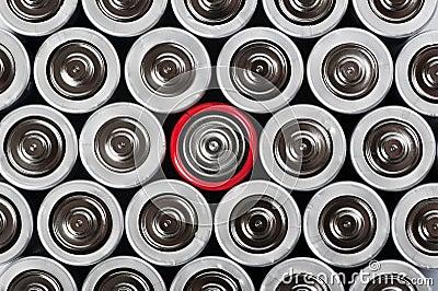 Batterijen die met contrast rode in het midden worden geplaatst