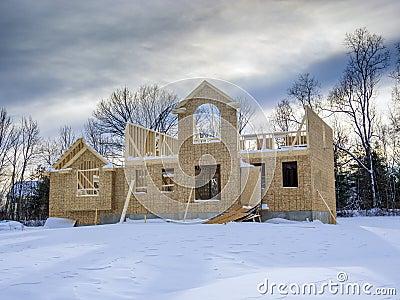 Bau des neuen Hauses im Winter
