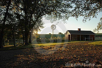 Bauernhof-Sonnenaufgang