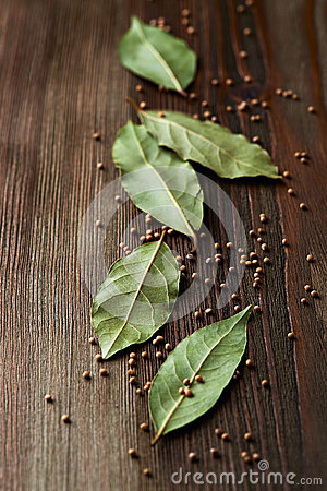 Bay leaves and mustard seeds