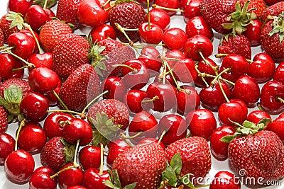 Resultado de imagen para cerezas y frutillas