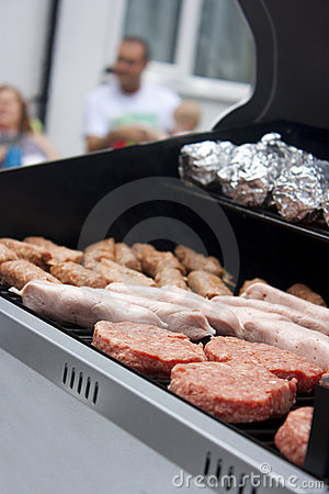 Bbq with raw meat