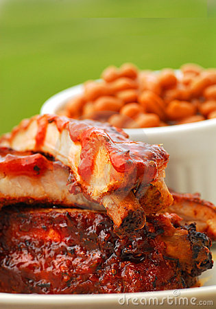 BBQ Ribs with beans and dipping sauce