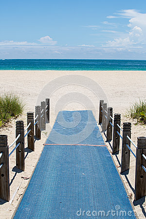 Free Beach Access Walkway Royalty Free Stock Photography - 60740747