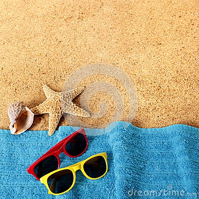 Free Beach Background Border Sunglasses, Towel, Starfish And Sea Stock Photography - 114251922